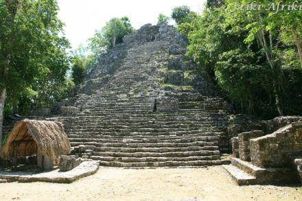 Jedna z piramid w Coba