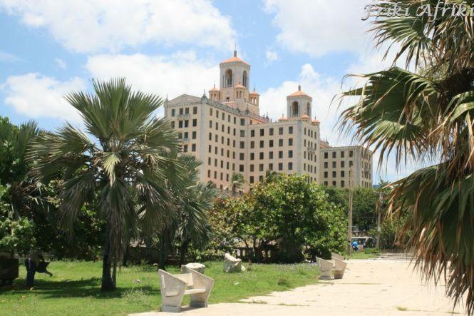 """Pamiętacie """"Ojca chrzestnego""""? Hotel Nacional - to tu w 1946 roku odbyło się największe w historii spotkanie włoskiej mafii"""