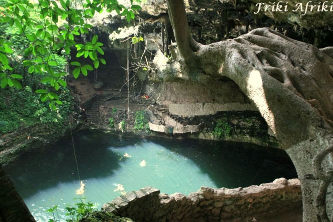 Cenote Zaci - na granicy Starego Miasta Valladolid