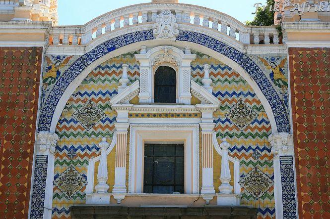 Fasada kościoła w Pueblach i dużo kafelków
