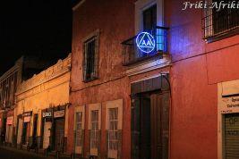 Ruch AA jest wszędzie w Meksyku, ale z podswietlanymi neonami widzieliśmy tylko w Puebli
