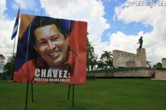 Chaves i Monument Che Guevary w tle - Santa Clara