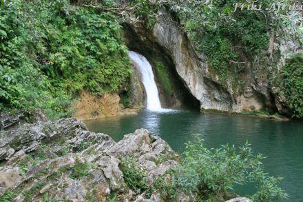 Wodospad na rzece Caburni