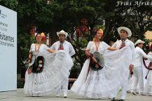 Tradycyjny taniec son jarocho - artyści wystukują rytm obcasami