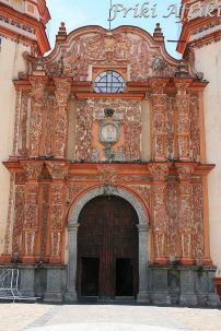 Bogato zdobiona fasada Iglesia de la Concordia
