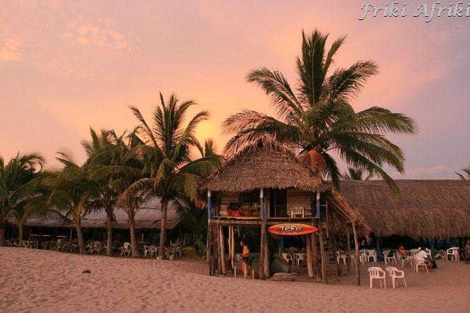 Czasem słońce - nocleg na plaży w San Blas