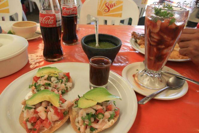 Krewetkowa uczta: tacos i coctel de camarones (w szklance)
