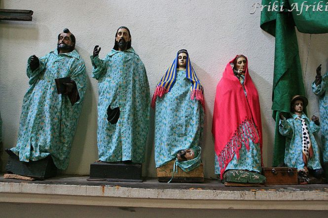 Figury w Santiago, Kościół Parroquial Antiago Apostol