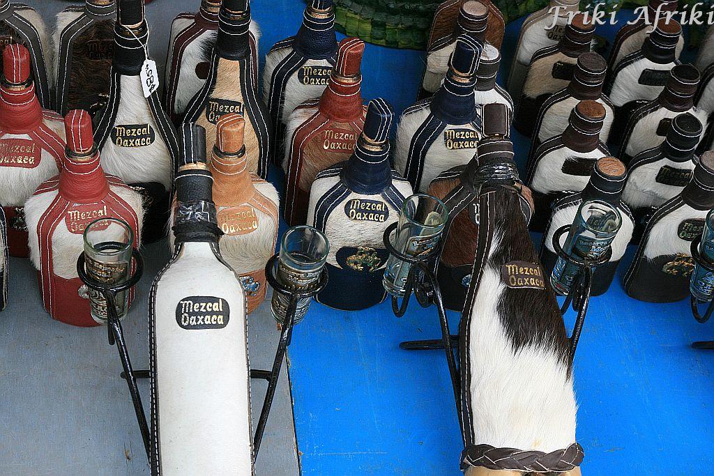 Przybajerzone butelki z mezcalem