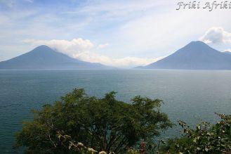 Wulkan Atitlan i San Pedro