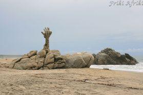 Puerto Escondido - te ręce wyciagnięte w kierunku nieba, to chyba zmiłowanie o choć jeden promyk słońca