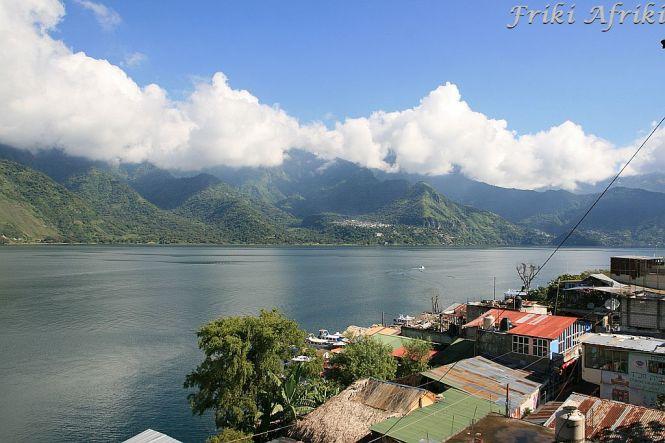 Widok z naszego balkonu w San Pedro