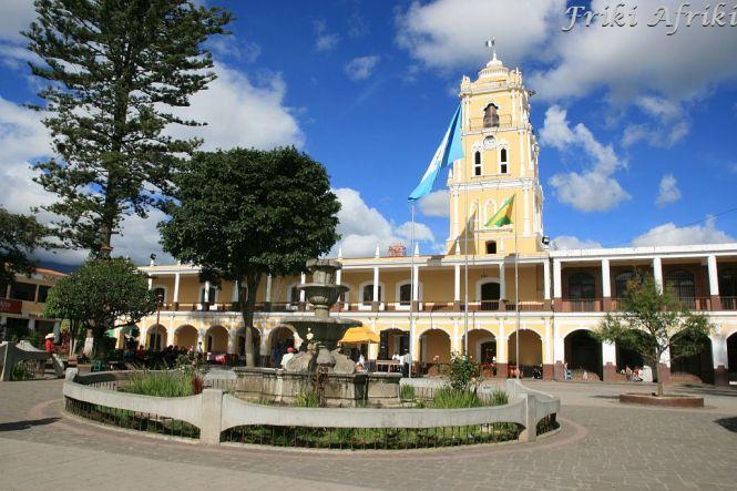 Przyjemny Praque Central w Huehue - miasto jest dobrym punktem przesiadkowym, aby dostać się do granicy z Meksykiem