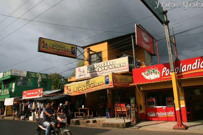 Gwatemala kurczakiem stoi - Rio Dulce