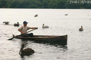 W tradycyjnym czółnie - rybak w Miami
